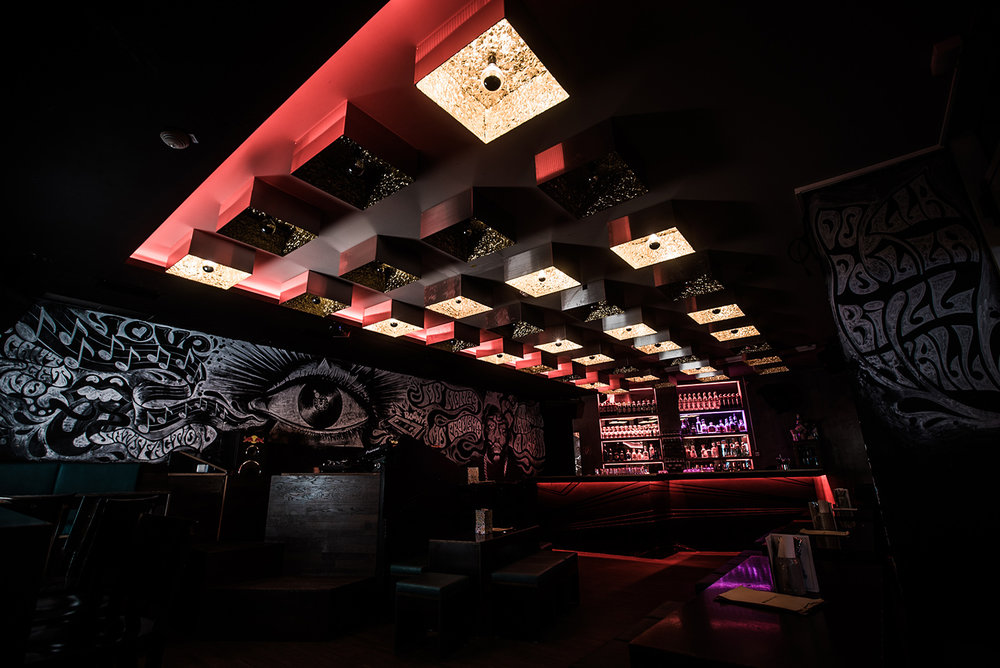 EAT & DRINK_ BAR & CLUB_  LUCKY WHO.  #HipClub #Foodies #AllNightLong    https://luckywho.de