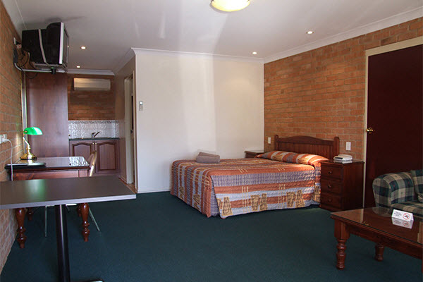 4 star room3 1846.jpg