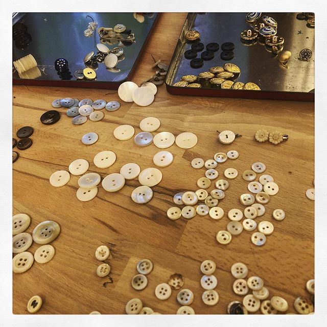 #sorting #vintage #buttons, listening to some #baroque music. #costumelife #makedoandmend #recycle #motherofpearl #brass #carving #flowers #details #ordnungmusssein