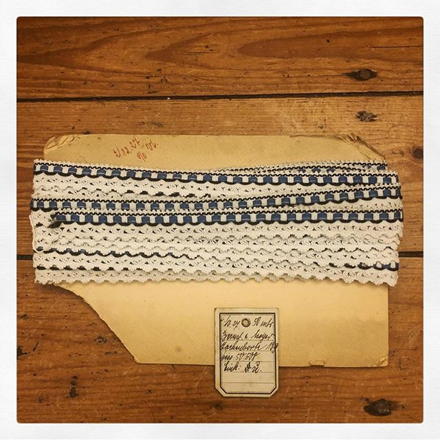 #catch of the #day #vintage #deadstock #1927 #lace in #blue, #black and #white. #crocheting with #woven elements with #original #tag  and #board. #dreaming about #whattodowithit. #costumedesign #vintagecostume #dressmaking #haberdashery #trimming #ohtheposdibilities #handwritten #wehadfacesthen