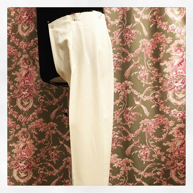 When #cloth slowly turns into #clothing. #menswear #trousers #toile #tailoring #designing #manequin #dummy #menswear