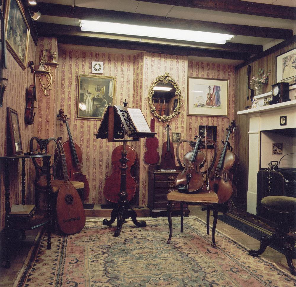 violinshop 006.jpg