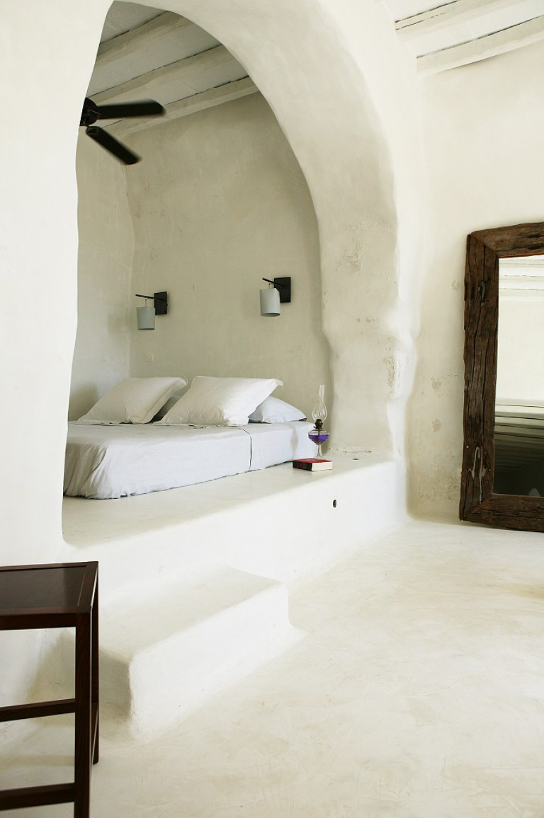 In greek islands home interiors arches are a common feature.