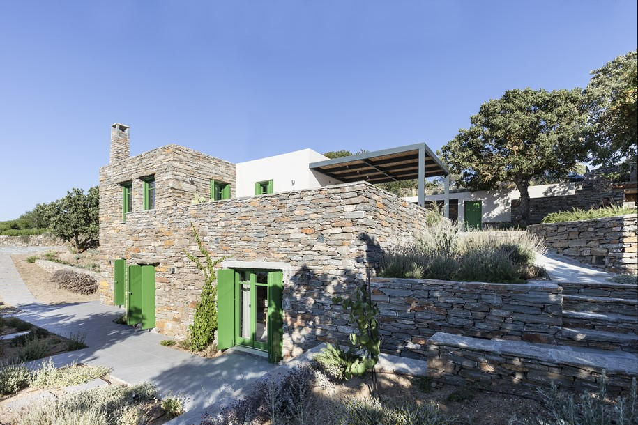 Cycladic houses exist in full harmony with the environment.