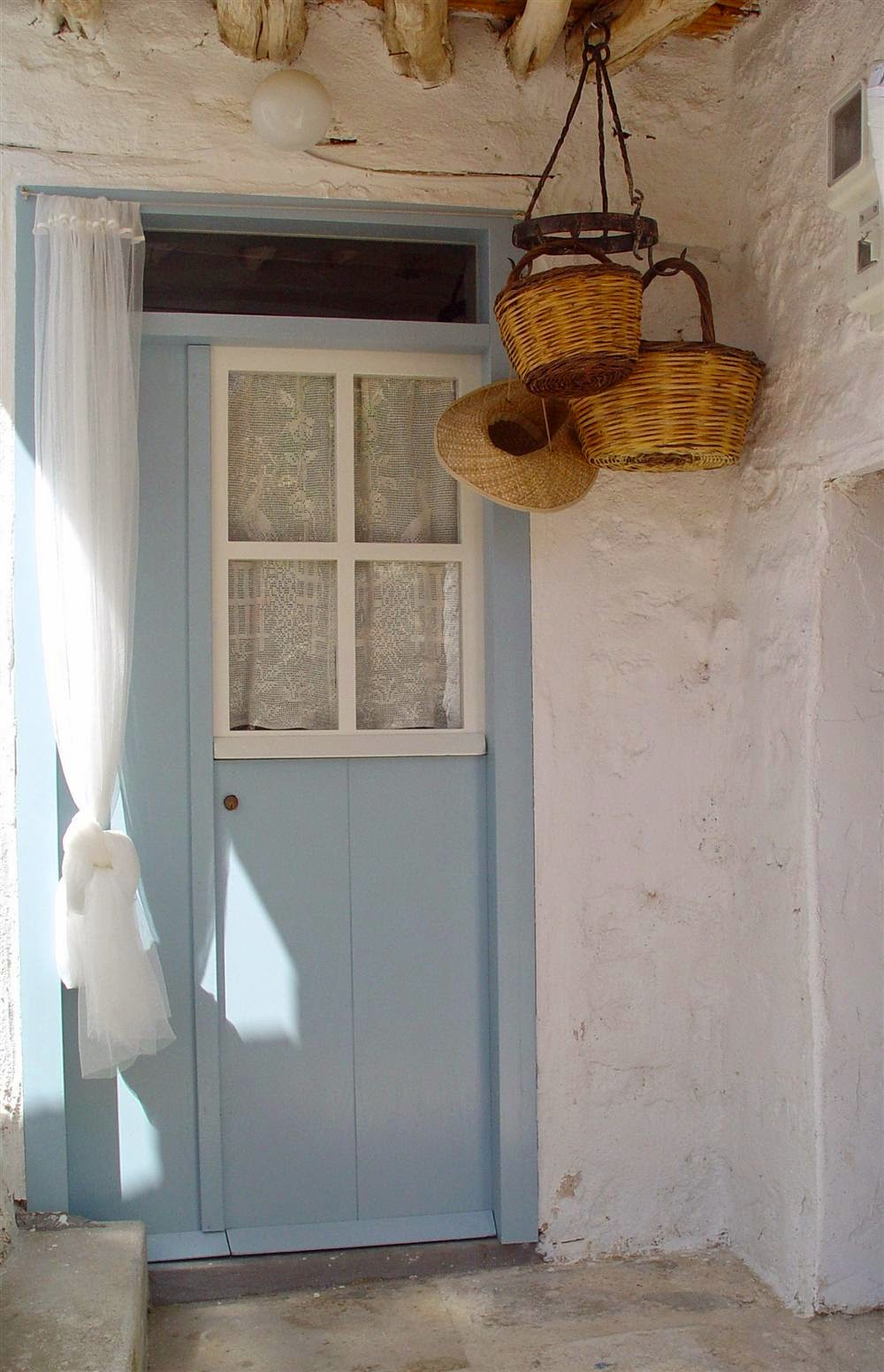 Baskets for storage or decoration are a great fit in greek style interiors.