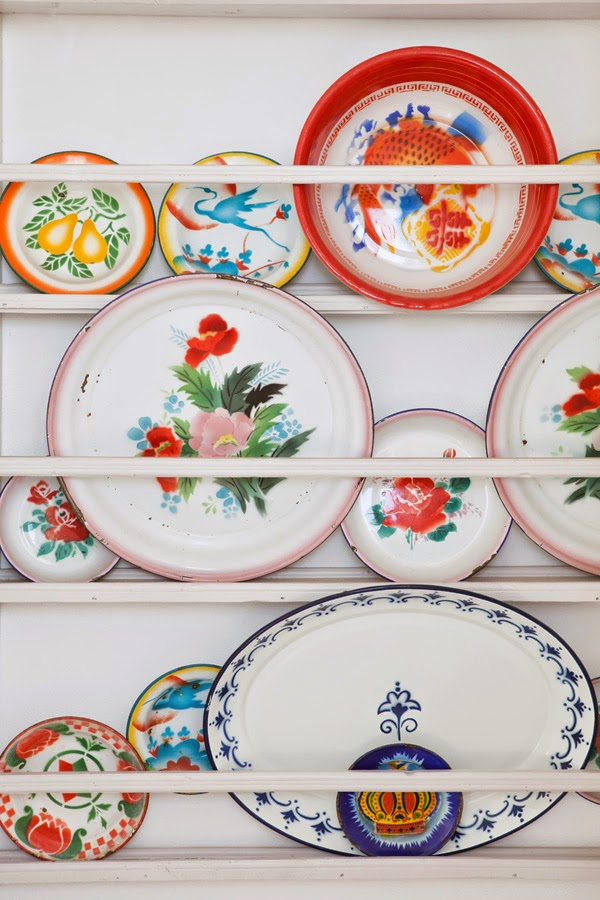 Bring a little greek style to your interior with colorful ceramics.