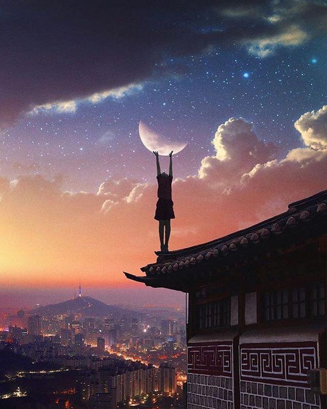 Lichter in der Nacht. 🌃 Wer von Euch wollte auch als Kind immer versuchen den Mond anzufassen? Und wer hats geschafft? 😜  Wundervolles Bild von @nois7
