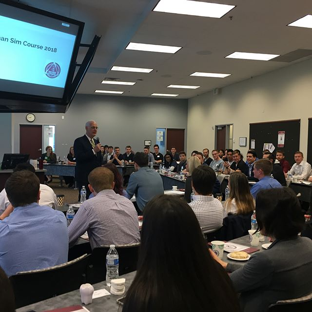 The most awaited Roseman ADEA's SIM course is underway! Dean Licari and Cindy Torres, our SIM course coordinator, giving a welcoming speech to all the pre-Dental students that travelled far and wide to get here ✈️ 🚗. #rosemanadea #simcourse #predentals
