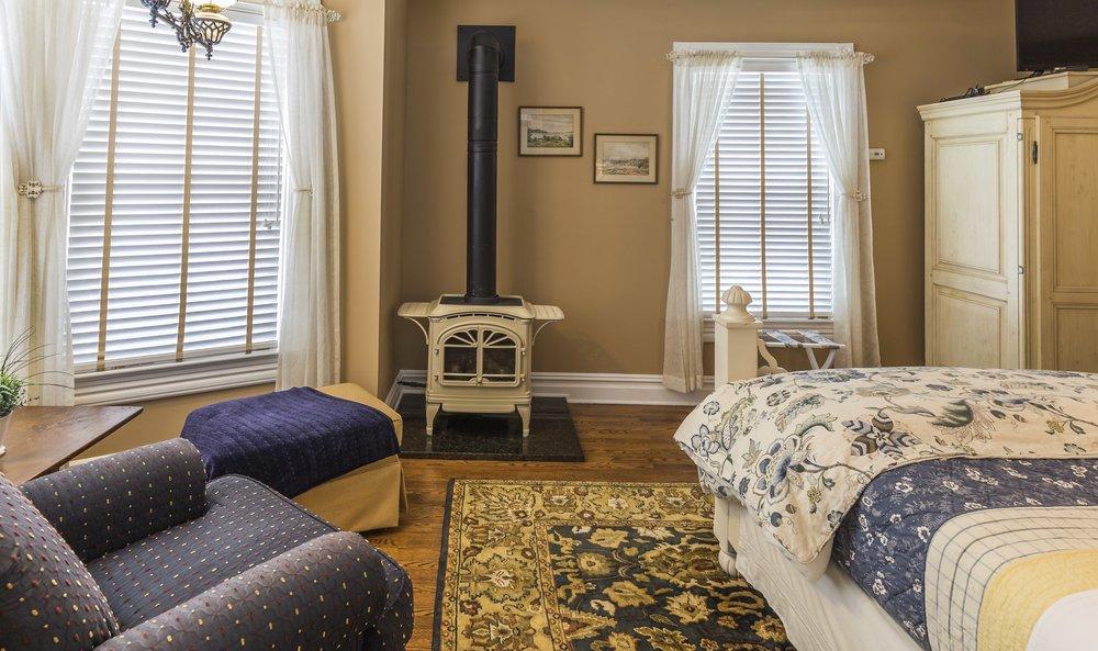 Morris guest room3.jpg
