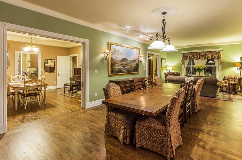 Raritan Inn.Dining area.jpg