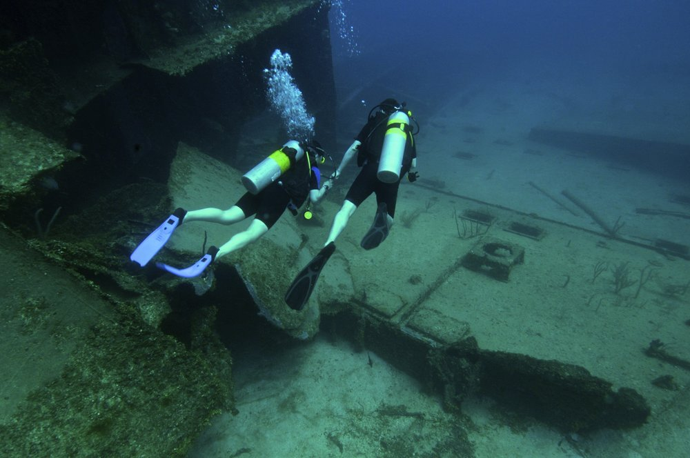above picture: Wreck Dive at El Aguilla using Enriched Air Nitrox32