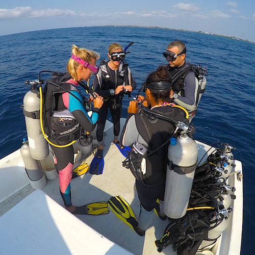Vasco teaching a Divemaster program