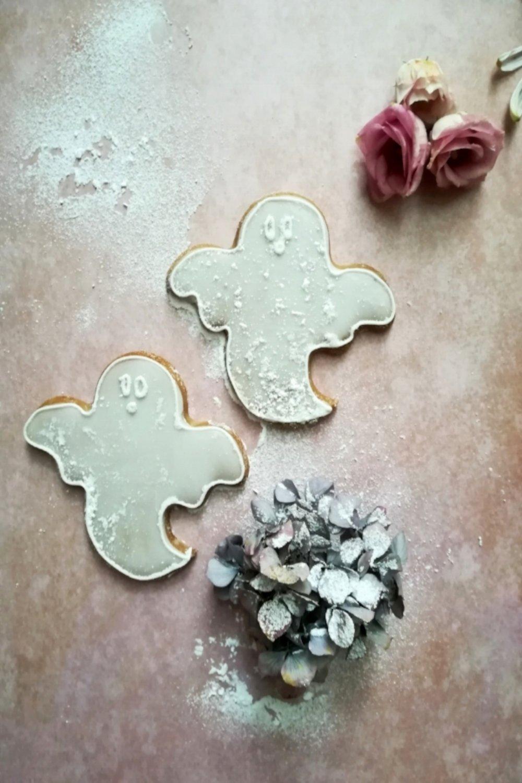 ... halloween ghost cookies ... #recipe