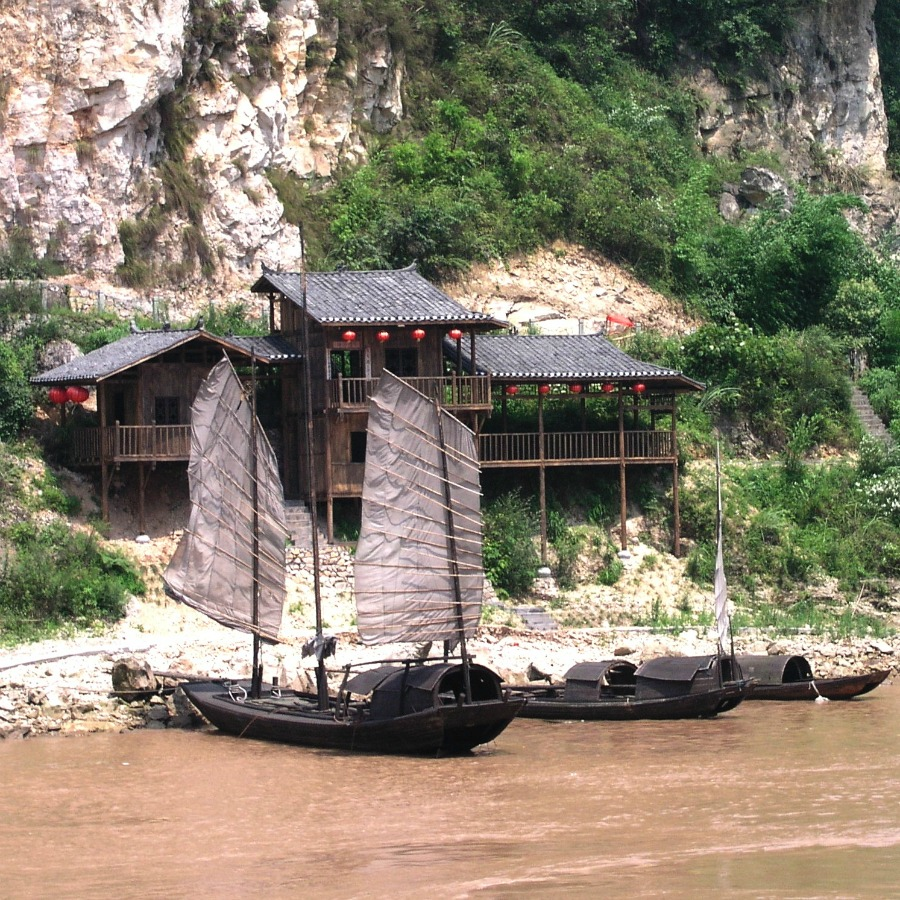 Canva - China, Yangtze, Reservoir, Boats, Restaurant.jpg