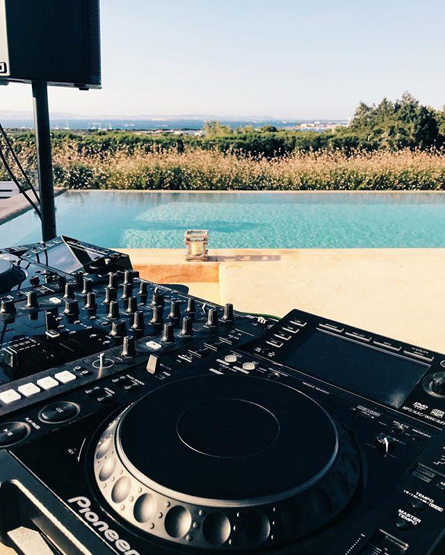 Esta temporada de verano también hemos estado presentes en la isla por excelencia de la música, IBIZA. Hemos estado proporcionando sonido en varias fiestas privadas y realizando instalaciones en locales de la isla blanca.  #ibiza #pioneer #qsc #nativeinstruments #elecson #elecsonibiza #elecsonlleida