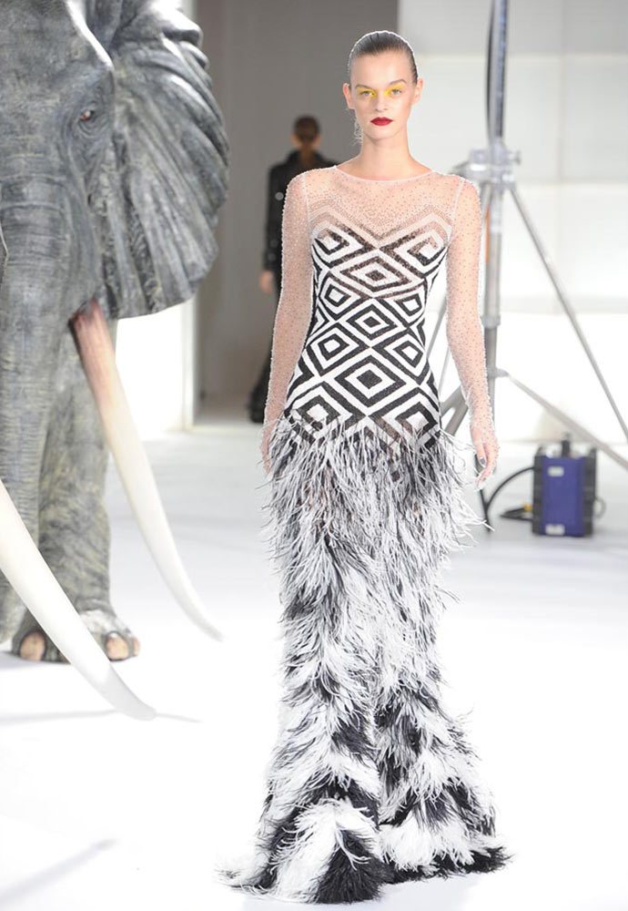 ZULU GRAPHIC SEED BEAD FEATHERED FISHTAIL GLOVE GOWN