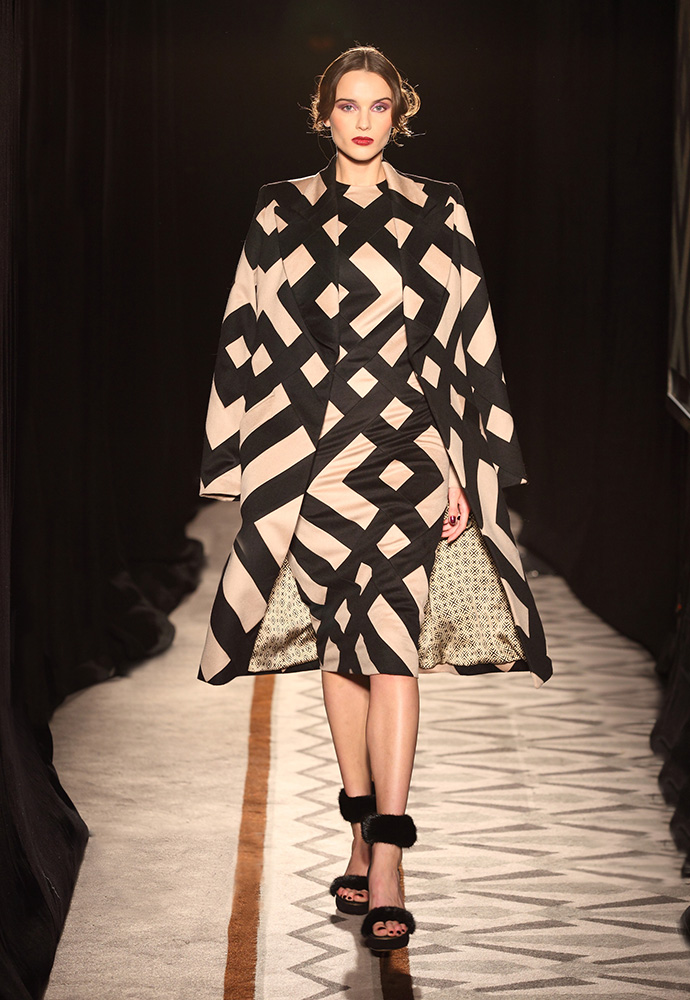 Graphic pattern coat in cashmere with graphic pattern cashmere dress