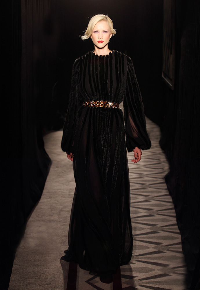 Black pleated gown in cHiffon and mink