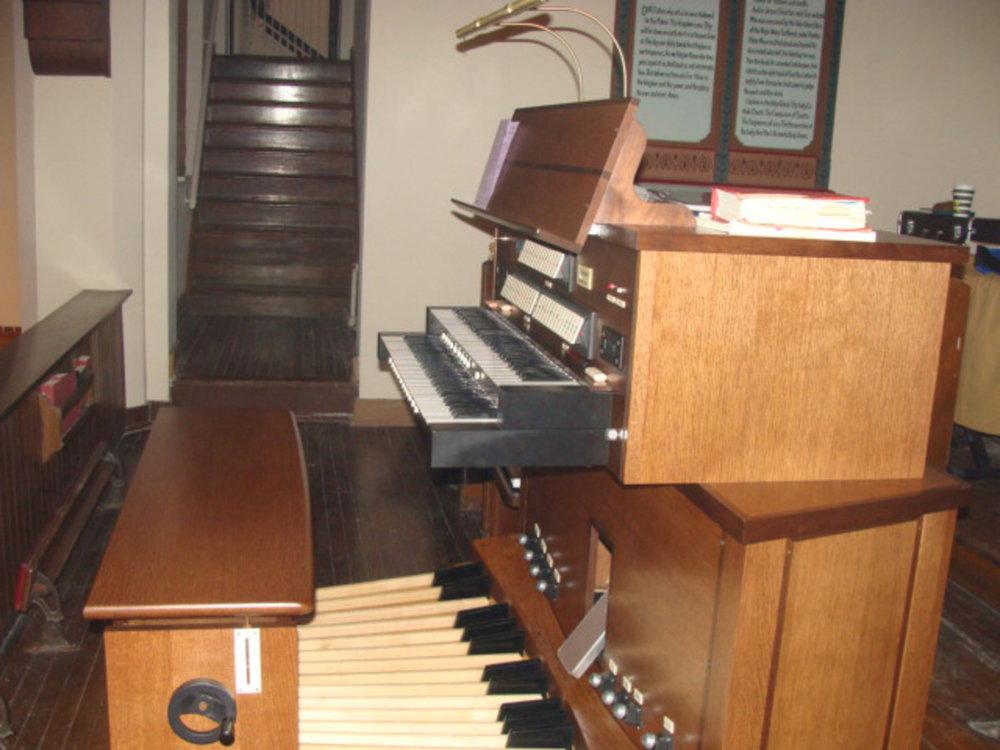 1920 Reuters Organ Console