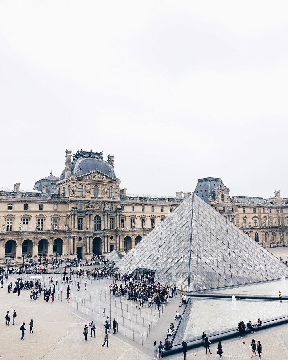The Louvre:Day & Night -