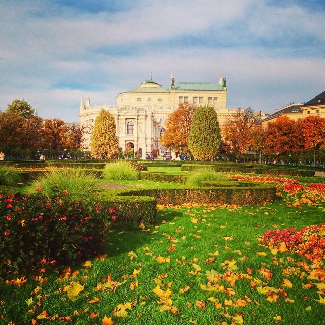 Hofburg Palace Volksgarten.jpg