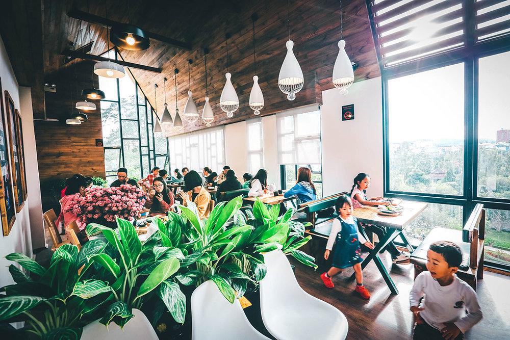 Không giới hạn thời gian - Khác với các mô hình buffet thông thường, L'angfarm Buffet hoạt động cả ngày và không giới hạn thời gian khách sử dụng dịch vụ.