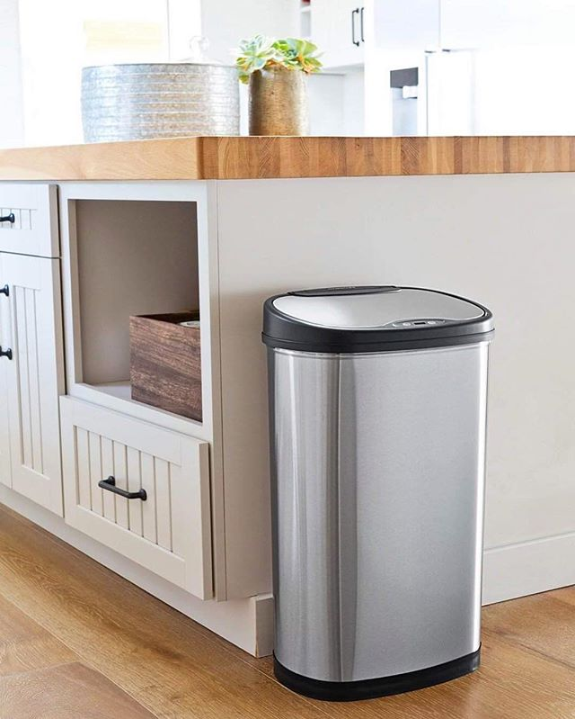 This is our 50L stainless steel sensor bin of the DZT range. It transforms the overall feeling of the environment by improving the hygiene of spaces in a stylish way, it fits as a beautiful piece of furniture. IN STOCK NOW🤙🏼 #ninestars #sensorbin