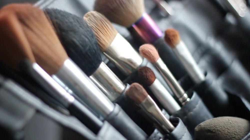 Makeup Brushes - Carola Moon Portraits Oxfordshire UK