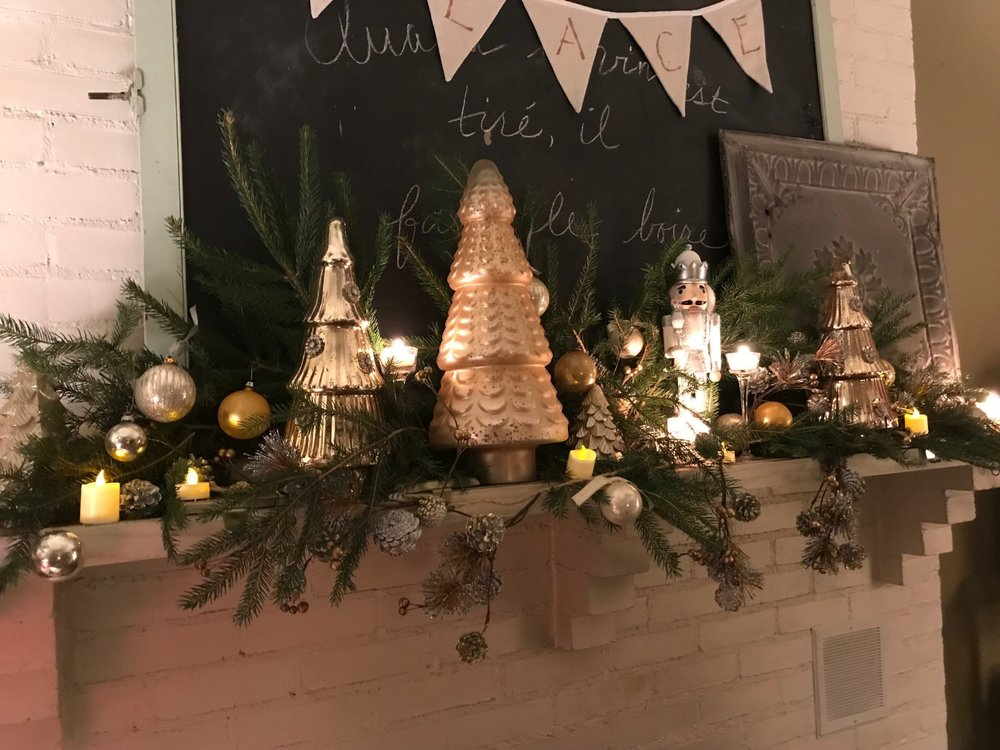 7 Steps for That Designer Holiday Mantel: Some quick and easy tips will have you styling your fireplace like a pro in no time!