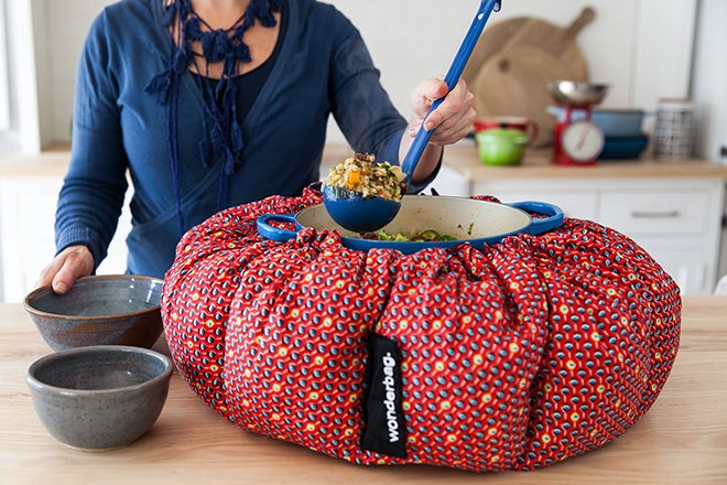 Wonderbag-cooking_ebm4cg.jpg