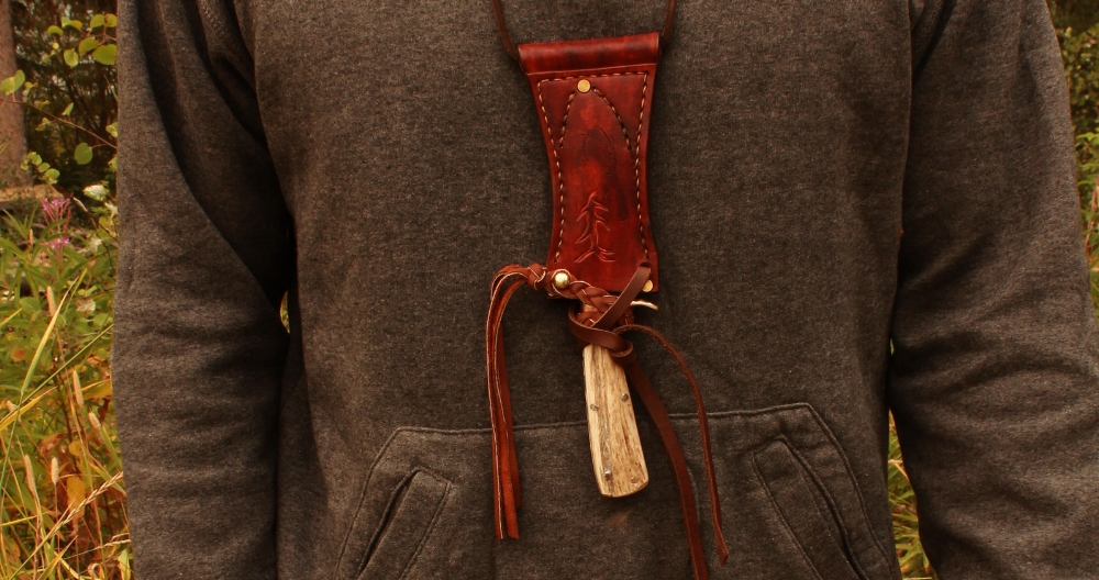 The Boar neck knife with added leather ties.  /boar-k  nife-ga  ller  y