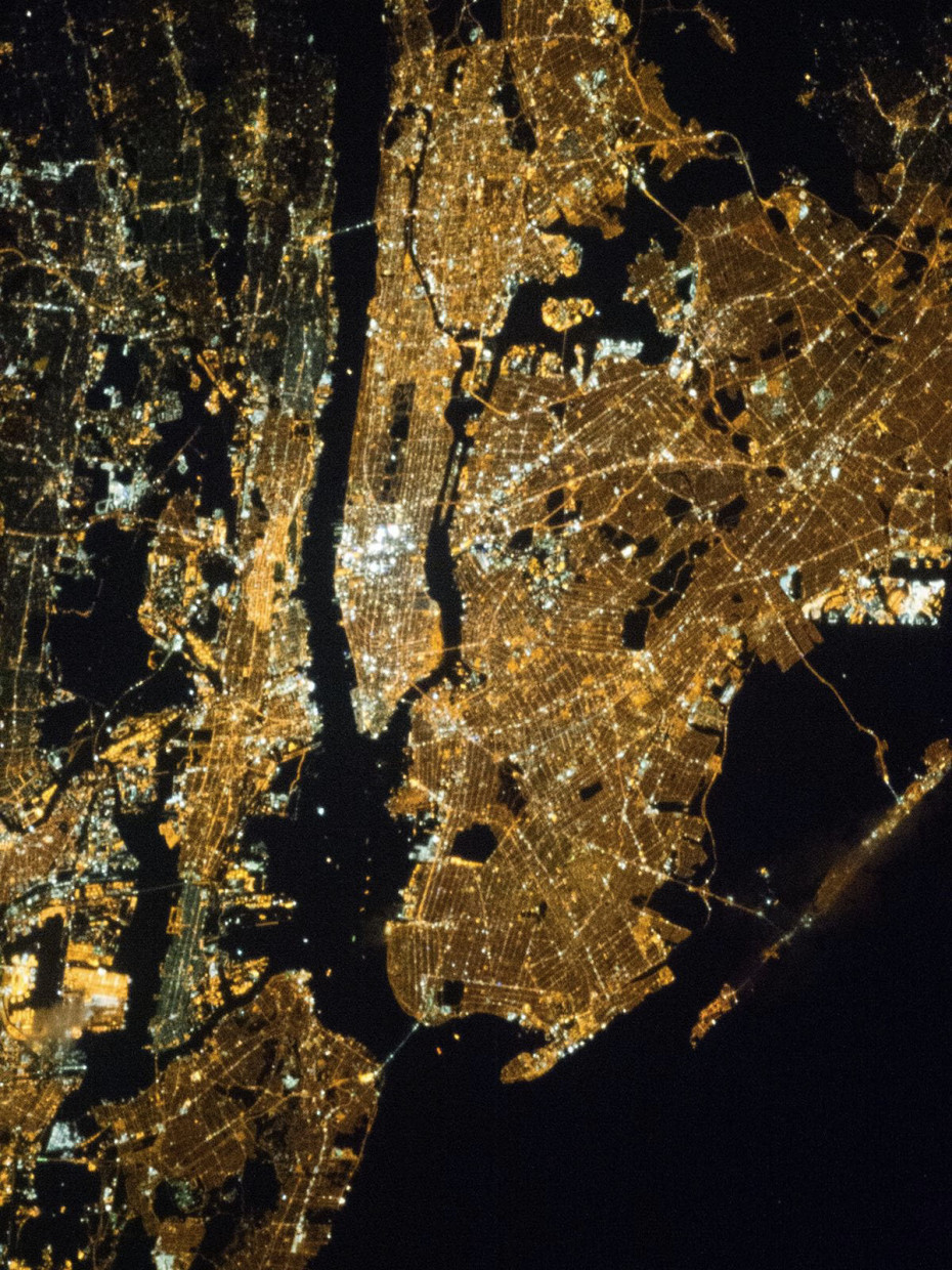 New-York-City-from-Space-05-930x1240