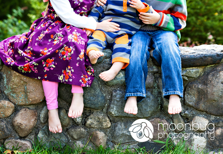 Family Photographer, Moonbug Photography at Holliday Park in Indianapolis #siblings #feet