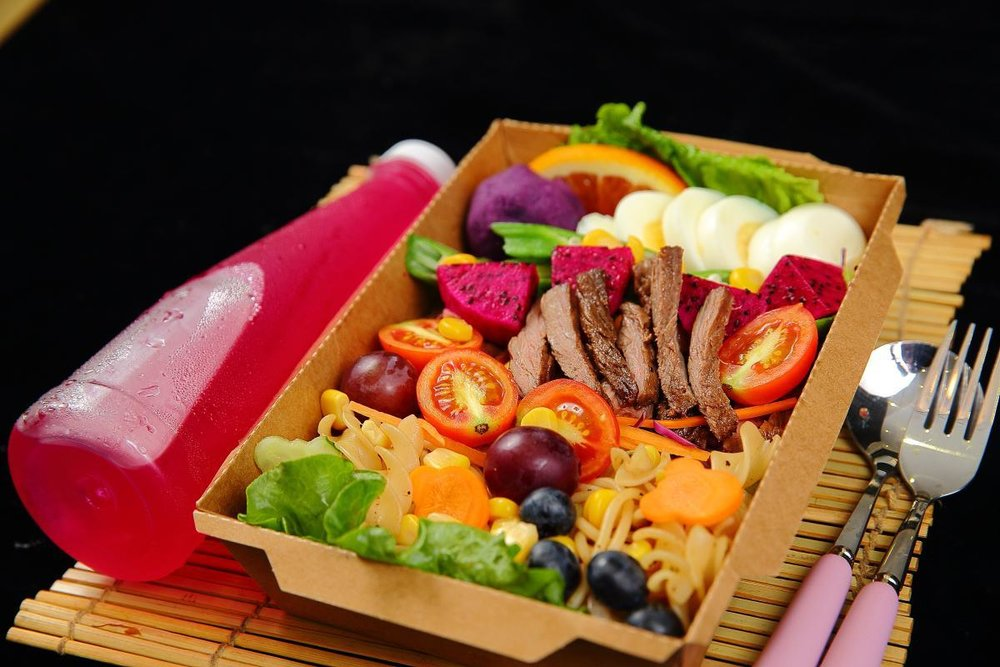 A typical Chinese salad lunch box with mostly cooked ingredients, including the carrots. Photo: Meituan