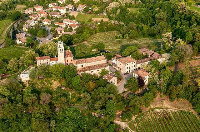 The village of Collalbrigo, a hidden gem in the Italian prosecco land 🇮🇹 . . #wine #prosecco #proseccolife #proseccolove #proseccotime #winery #veneto #italy #landscape #drone #dronestagram