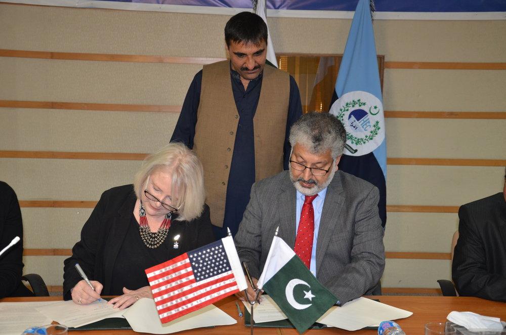 (L-R) Ms. Rita Akhtar, Executive Director, USEFP and Dr. Mukhtar Ahmad, Chairman, HEC