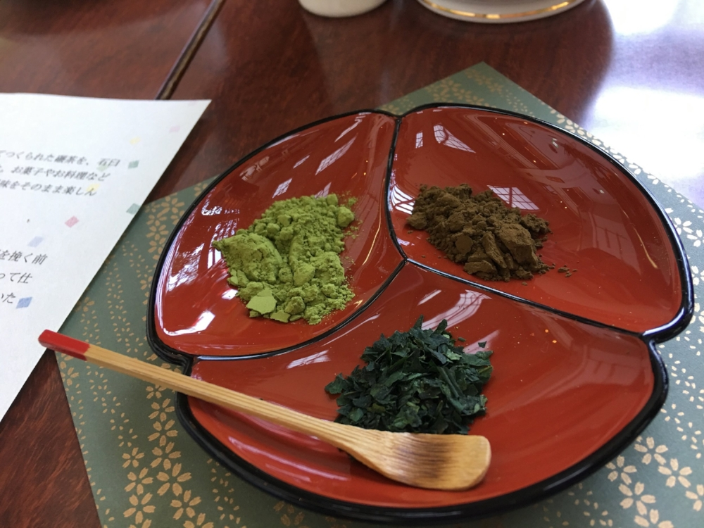 Left: Matcha, Right : Houjicha , Bottom:  Tencha