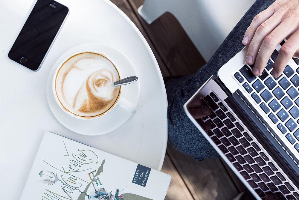 Blog med motivation og overskud - Ikke noget med at springe over ugens blogindlæg indtil du lige har fået ordnet vasketøjet. Eller har researchet på 12-17 andre blogs. Du bliver i stand til skille dig ud, holde regelmæssighed i din udgivelse af blogindlæg og vigtigst af alt; du ved, hvad du skal skrive og til hvem, uden din egen selvkritiker og perfektionist prikker dig ivrigt på skulderen.