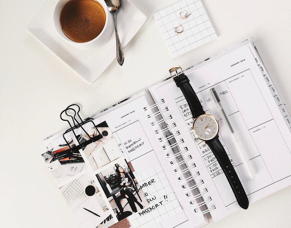Blog 2-3x hurtigere - Du har familie, venner, arbejde, studie, badminton om tirsdagen, madklub om torsdagen og nåhr ja, lige en rund fødselsdag i weekenden. Du har ikke tid til at blogge flere gange om ugen - og bare en dag, det er også nogle gange svært. I hear you!Jeg viser dig, hvordan du krudter op under din produktivitet og du får strategier til at arbejde mere effektivt, så du kan spytte blogindlæg ud på den halve tid + også har tid til både hverdagsliv og nye ambitioner med din blog og brand.