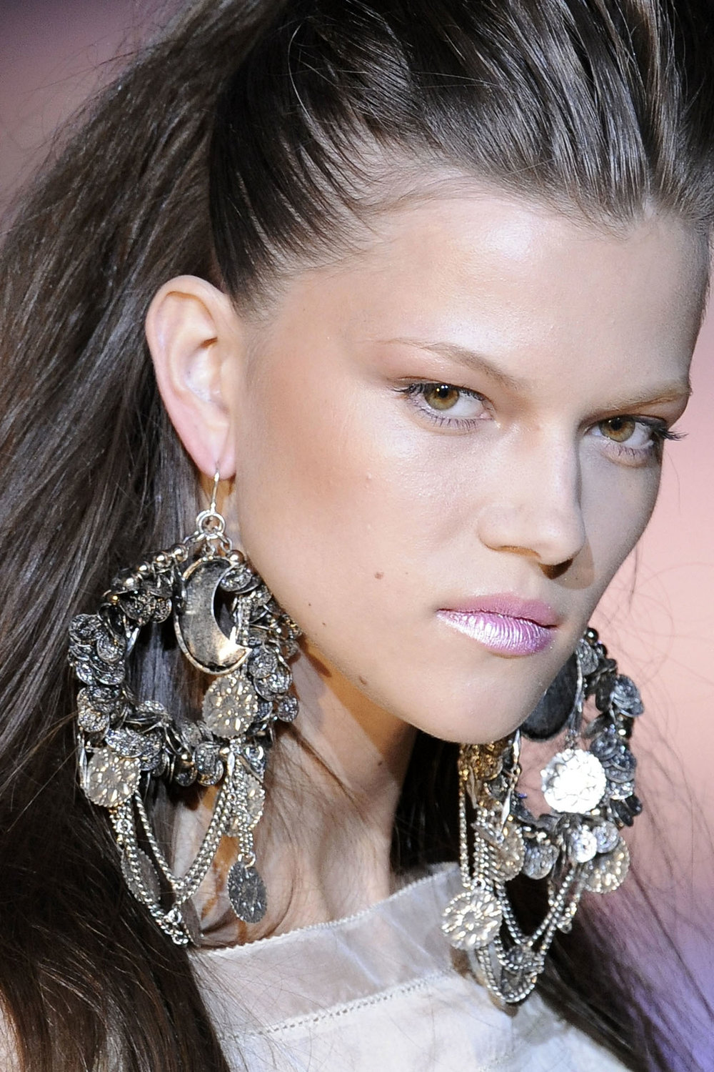 voguecom-loves-huge-earrings-voguecouk-earrings-big-l-c5eefdb99b51df34.jpg