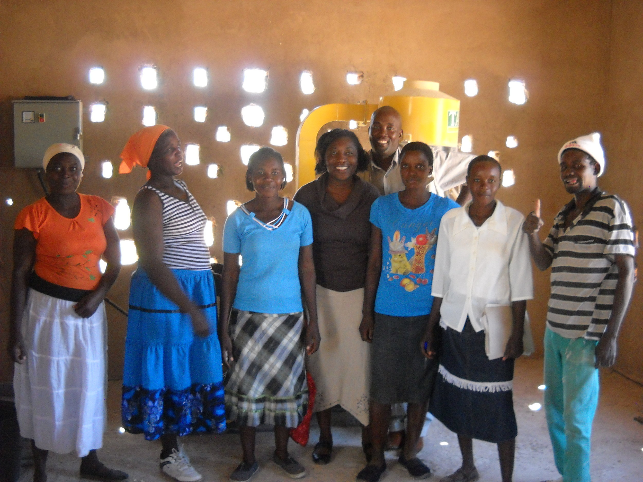 Community members at Basilwizi with Tomida, Firelight country consultant (in the middle)