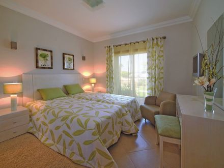 ride-on-retreats-luxury-villa-bedroom.jpg