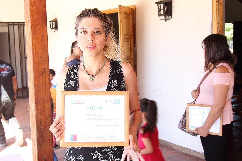 """Alumna del curso """"Elaboración de Jabones y Sales de Baño"""", certificada por Plural Capacita."""