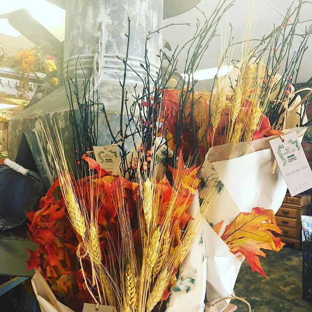 Fall is baaaack! Finally cooler temps make fall decorating a weekend must! Who is with us?