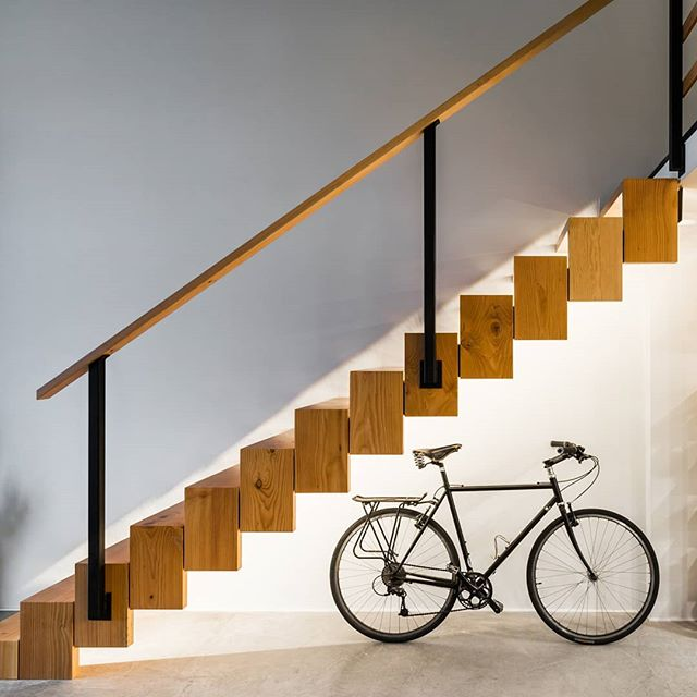 We love this gorgeous shot of the floating stairs from our recent Vancouver loft renovation.  TANDEM CONSTRUCTION is a general contracting, project management and carpentry company delivering luxury home renovations in Vancouver and the North Shore.  Visit our website via the link 🔗 in bio to learn more about us.