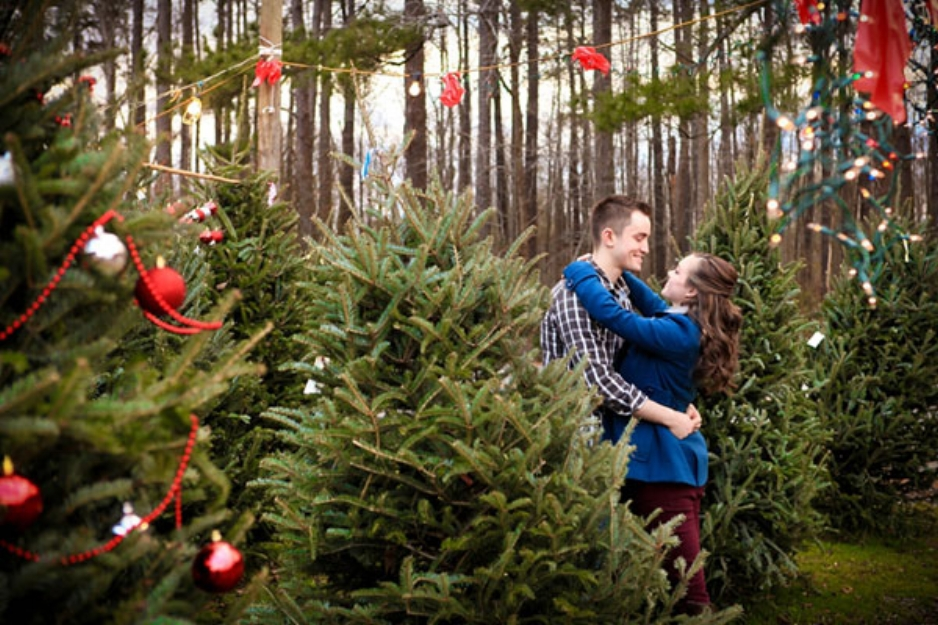 Christmas Tree Proposal | Source: Mid-South Bride | Photo Credit: Fresh Look Photography