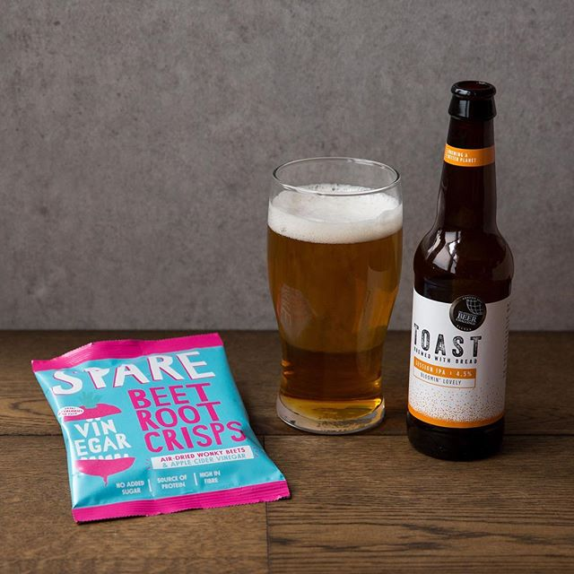 Bloomin' Lovely! 🍺 Beer brewed with surplus bread by @toastale along with our wonky beet & vinegar crisps - like regular salt & vinegar crisps only healthier and packed with protein goodness!  For your chance to win these and other great prizes - checkout Wednesday's post on Instagram for details #StopFoodWaste⠀ .⠀ .⠀ .⠀ .⠀ .⠀ #sparesnacks #wastenotwantlots #fieldgoodsnacks #healthysnack #airdriednotfried #wonkyfruit #wonkyveg #upcycledfruit #upcycledveg #vegansnacks #healthyeats #lowcaloriesnacks #highfibre #superfood #beetroot #vegcrisps #fruitcrisps #healthyeats #foodwaste #reducefoodwaste  #beetroot #bethechange #veganfriendly #healthytreat #beertime #craftbeer #brewedwithbread