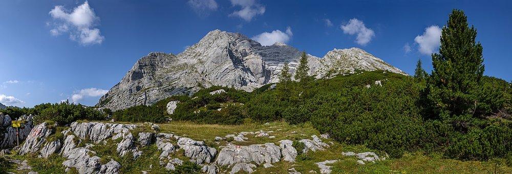1280px-Hochtor_from_Hesshütte,_Ennstal_Alps,_Austria.jpg