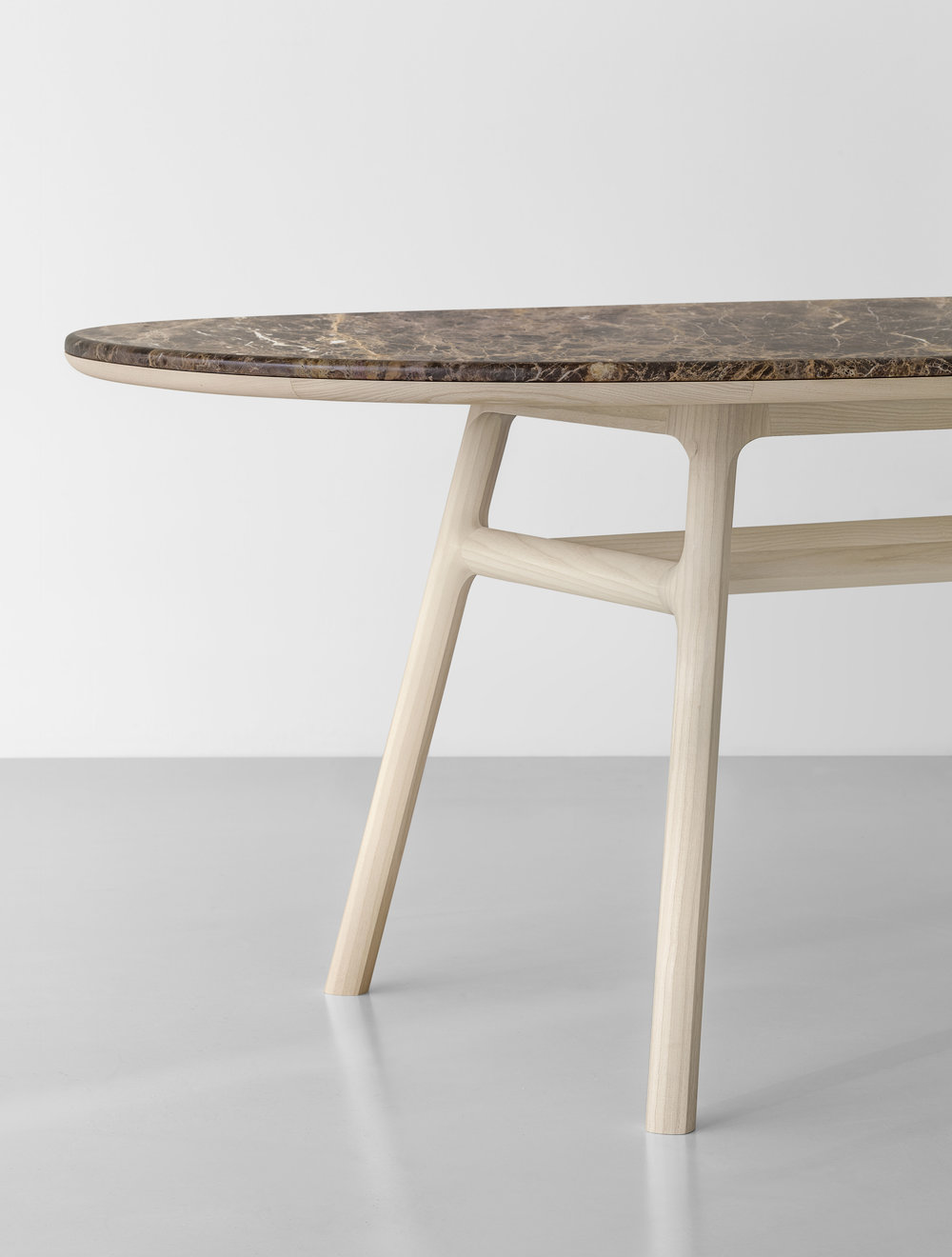 medeo-table_furniture-design_coordination-berlin_05.jpg