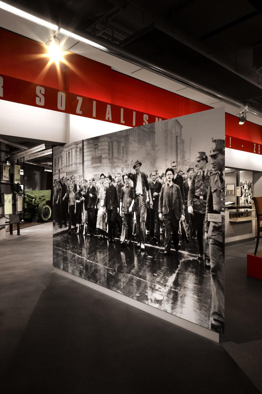 zeitgeschichtliches-forum-leipzig_museum-exhibition-design_coordination-berlin_02.jpg